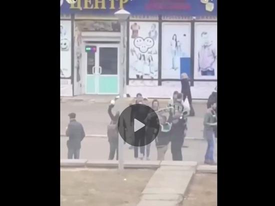 Волна фанов в белом снесла всех на пути: новое видео массовой драки в Обнинске