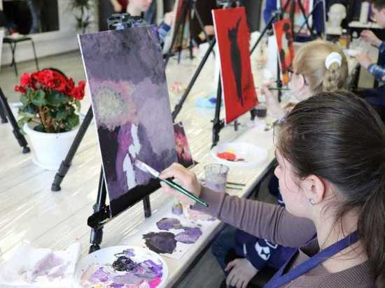 Художники FreeArt провели мастер-класс для воспитанников Азаровского детдома