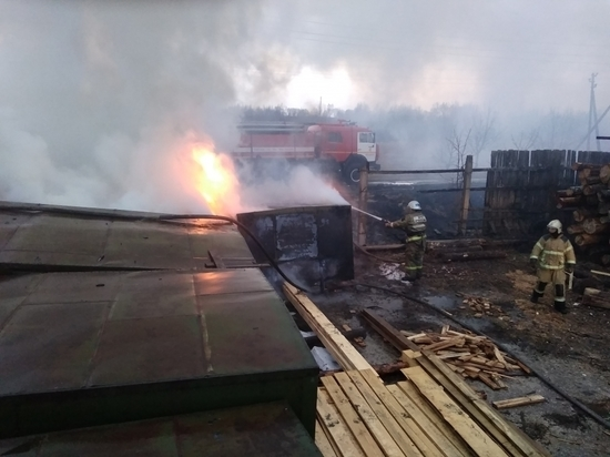Пожар уничтожил хлебные фургоны под Людиново