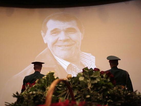 Булдаков похоронен на Троекуровском кладбище под залпы и гимн