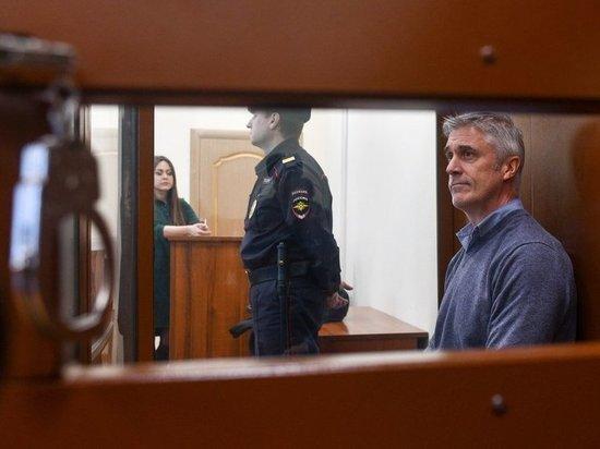 Основоположника  Baring Vostok Майкла Калви отпустили под домашний арест