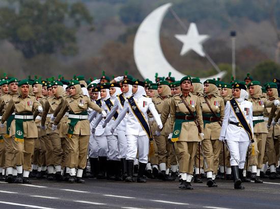 Эксперт посоветовал России отказаться от стереотипов в поставках оружия Пакистану