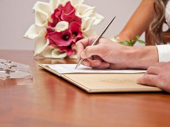 Число регистрируемых браков в Российской Федерации достигло минимума всамом начале века