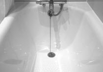 В Москве девушка умерла в ванной после падения смартфона