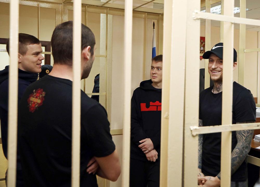 Улыбки из-за решетки: Кокорин и Мамаев в ожидании хороших новостей