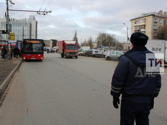 Девушка в Казани выпала из автобуса и получила сотрясение мозга