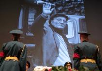 Москва Георгия Данелии простилась со своим режиссером: слезы, цветы и овации