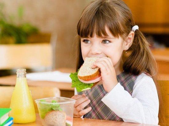 Детям Ясного запретили приносить в школу еду