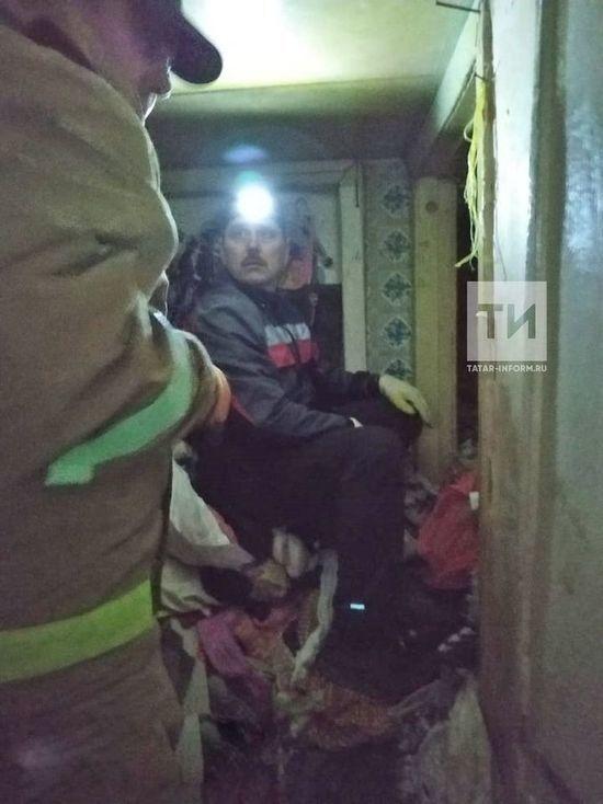 В Казани в квартире обнаружили заваленное мусором тело пенсионерки