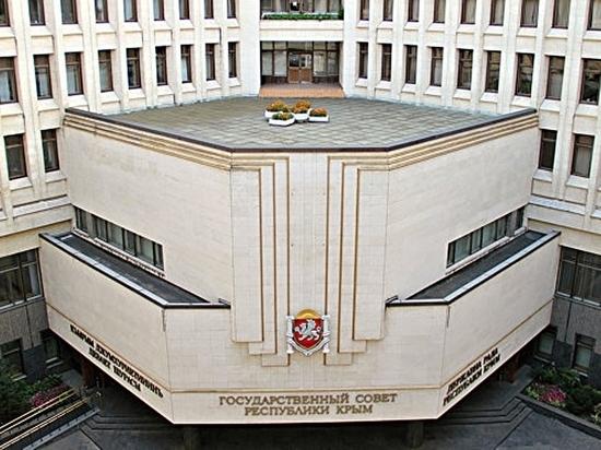 Госсовет Республики Крым поддержал стипендиями студенток журфака КФУ