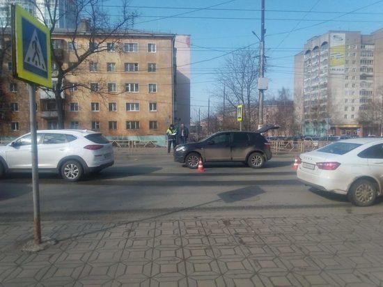 В центре Кирова мужчина на
