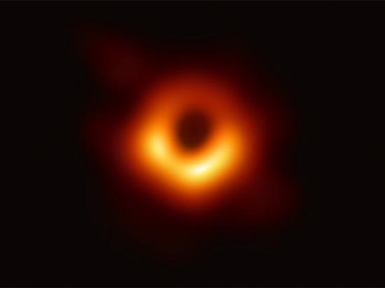 Ученые рассказали, чем обернется первая в истории фотосессия черной дыры