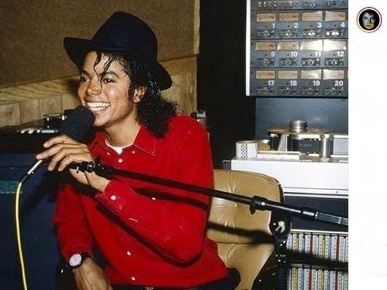 В США и Великобритании прекратили вещание скандального фильма о Майкле Джексоне