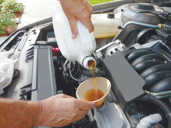 Можно ли  заливать  в двигатель просроченное моторное  масло