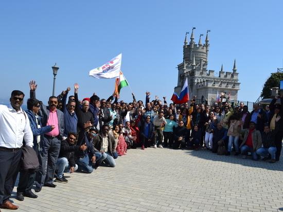 Флаги России и Индии развевались над Ласточкиным гнездом
