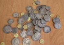 В Красноярске пенсионер под видом антикварных монет купил китайские подделки