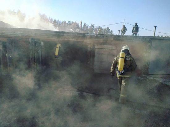 Уфимские огнеборцы потушили пожар в гаражном кооперативе