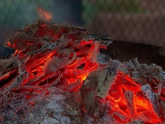 Бездомный пострадал во время пожара на теплотрассе в Казани