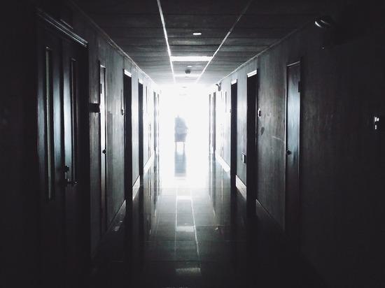Врачи в Бурятии заперли больного пневмонией пациента в подсобку: тот умер