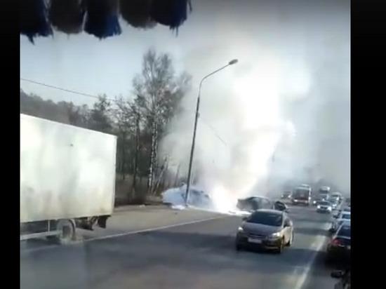 Легковушка загорелась в результате ДТП на калужской трассе