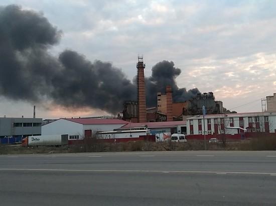 Мощнейший пожар бушует в промзоне Обнинска