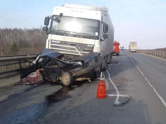 Страшная авария под Уфой: при столкновении с фурой погиб водитель легковушки