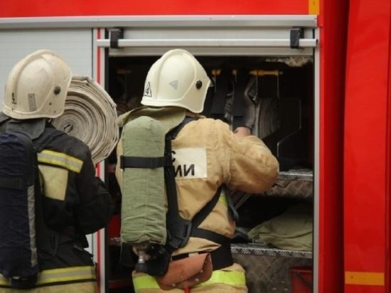В Волжском при пожаре в кабине КамАЗа пострадал человек