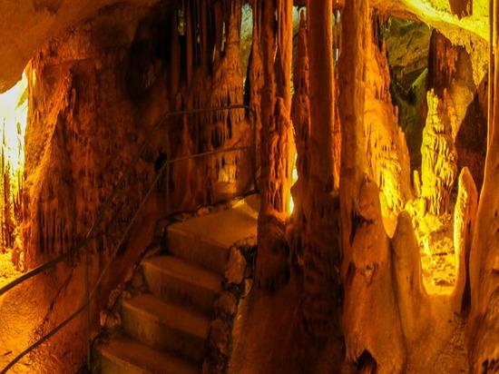 Неизвестные пытаются захватить Мраморные пещеры в Крыму - СМИ