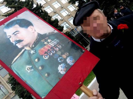 Тверские сталинисты: зачем они арендуют маршрутки и притесняют художников