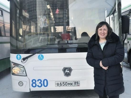 В Новом Уренгое женщина впервые стала водителем автобуса