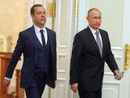 Медведев начал зарабатывать в месяц больше Путина