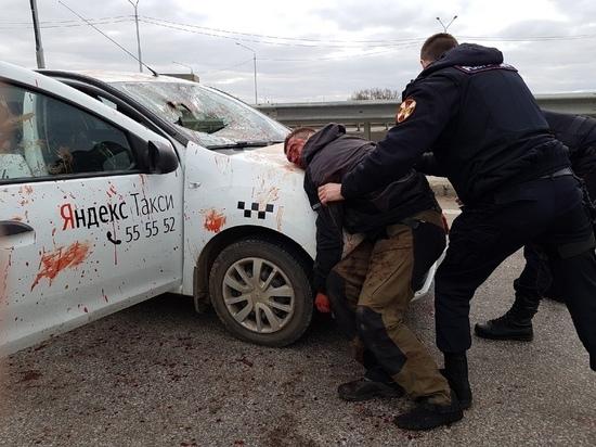 В Ярославле пассажир-дебошир напал с ножом на водителя такси