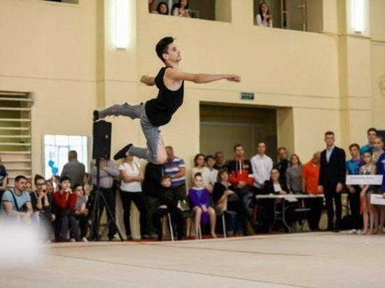300 спортивных акробатов состязаются на турнире в Волжском