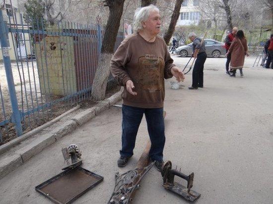 Сотрудники волгоградского музея провели субботник на улице Мира