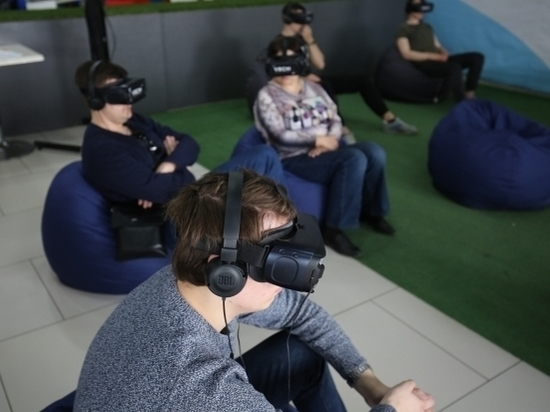 Волгоградцы бесплатно смотрят фильмы в виртуальной реальности