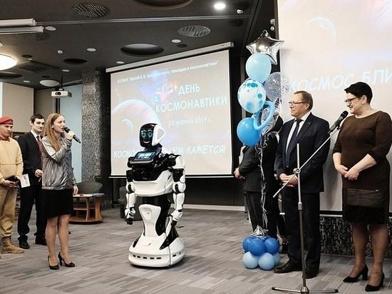 Кировских детей порадовали интерактивным роботом