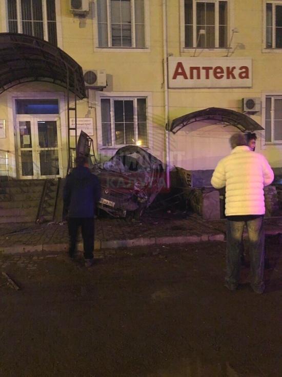 Иномарка протаранила ресторан в Калуге