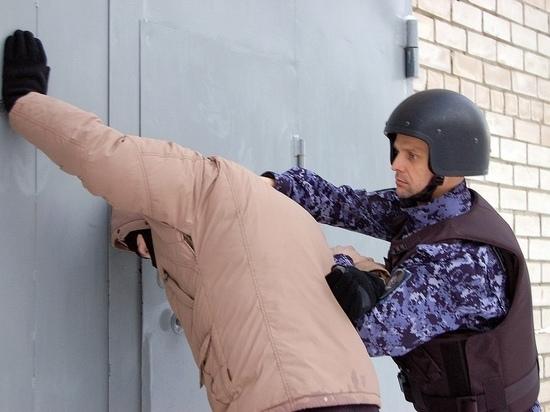 В Кирове росгвардейцы поймали наркоманов, искавших