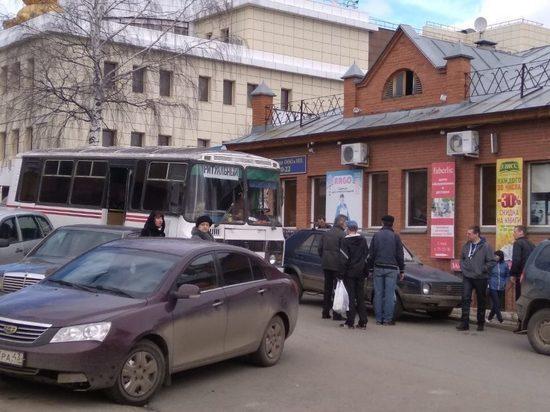 В Кирове в ДТП попал ритуальный автобус