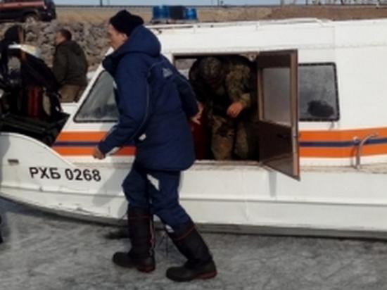 В Ванинском районе спасатели сняли с льдины пятерых рыбаков