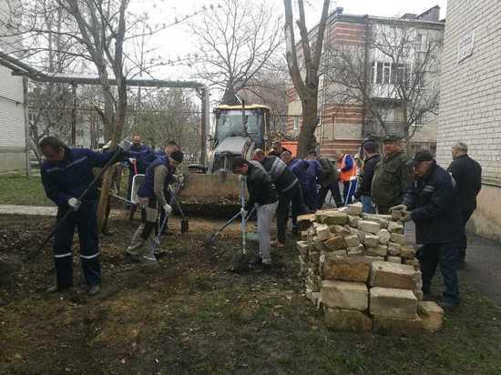 Сотни тонн мусора вывезли из Ставрополя во время субботника