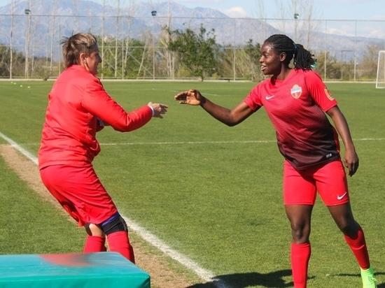 Футболистка из Камеруна принесла победу «Енисею» с помощью эффектного гола