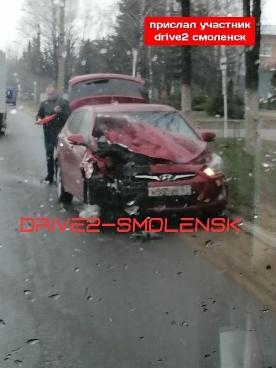 В Смоленске на Шевченко в аварии сильно повреждены две иномарки