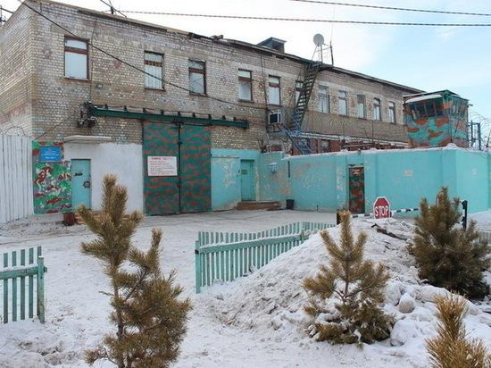Экс-работника ИК в Забайкалье обвиняют в доставке телефонов осужденным