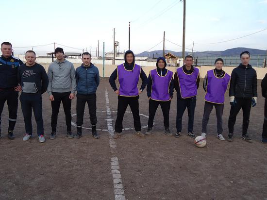 В Хакасии осужденные  сыграли в футбол с охранниками
