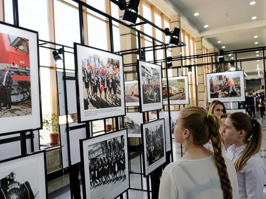 На челябинском вокзале открылась уникальная железнодорожная фотовыставка «Время в пути»