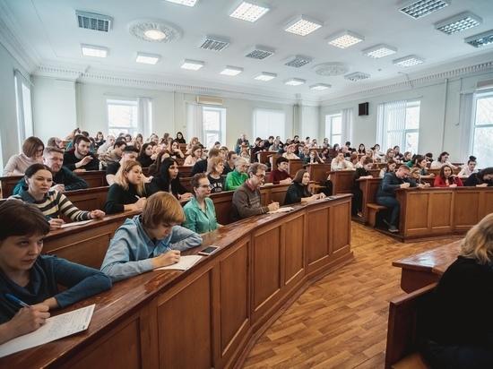 Актеры нижегородских театров прочитали «Тотальный диктант»