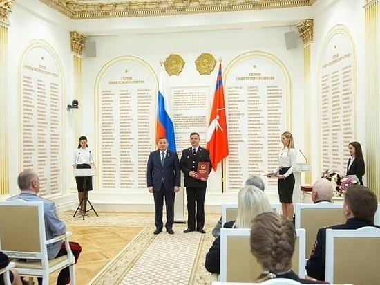 Андрей Бочаров наградил ветеранов МВД Волгоградской области