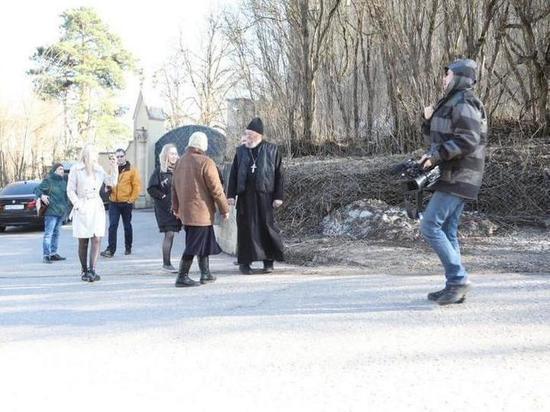 На юбилей Пугачевой приехал священник из Липецка