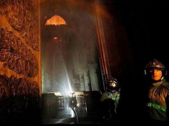 Появилось видео последствий пожара внутри собора Парижской Богоматери